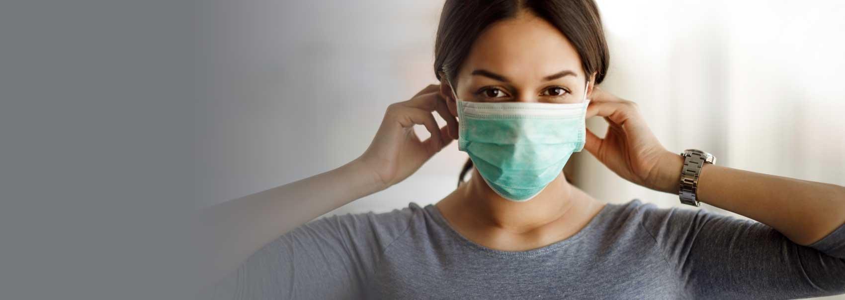 Mujer, poner máscara