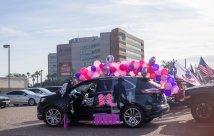 Comunidad piensa en vehículo de desfile rosa